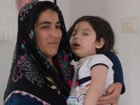 Kızı için 'yaşam nöbeti' tutan annenin ilaç isteği