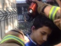 Kulağı tel örgüye takılan öğrenciyi itfaiye kurtardı