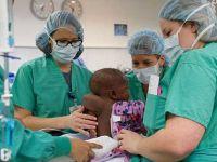 Tıp tarihine geçti! 4 ayaklı ve 2 omurgalı doğdu