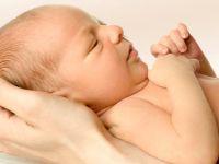 Anne karnında rahatsızlanan bebek doktorların çabasıyla hayata tutundu
