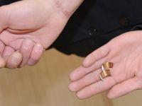 Yüzüğü çıkarırken parmaktan eden doktor ve itfaiyeden şikayetçi oldu