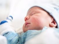 Normal doğum yapan 20 hekim ve hastane ödüllendirildi
