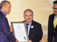 Kızılay'a yardım yapanlar onurlandırıldı