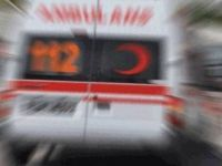 Ambulans kaza yaptı, doktor ve hemşire yaralandı