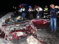 Kütahya'da otomobil bariyerlere çarptı: 3 ölü, 1 yaralı