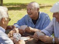 Yaşlılar bu merkezde sosyal hayata katılıyor