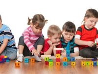 Faydalı bir çocuk etkinliği önerisi; zeka kartı oyunları