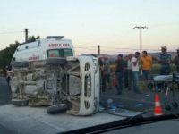 İzmir'de minibüsle ambulans çarpıştı: 4 yaralı