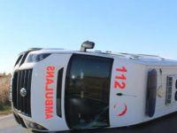 Samsun'da ambulans devrildi: 3 yaralı