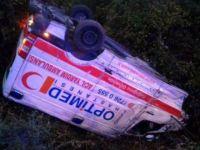 Düzce'de ambulans, şarampole yuvarlandı: 2 yaralı