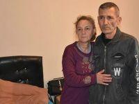Çocukları tarafından sokağa atılan kanser hastası ve eşine, kaymakam sahip çıktı