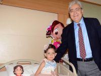 Tedavi edilemez denilen hastayı Türk cerrah tedavi etti