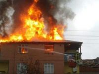 Ev sahibine sinirlenen kiracı oturduğu evi ateşe verdi