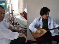 Trabzon'da doktordan hastalara sazlı sözlü terapi