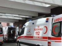 112 görevlilerini taşıyan otomobil ile minibüs çarpıştı: 5 yaralı