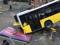 Trabzon'da dehşet! Belediye otobüsü çocuk parkına düştü