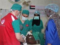 Türk doktorları Sudan'da 100 çocuğu ameliyat etti!