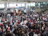 Havalimanı personelinden hayat kurtaran müdahale