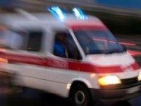 Beşinci katta asılı kalan arkadaşını kurtarmak isterken düştü