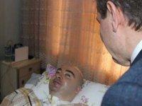 Genç doktor 10 yıl yoğun bakımda yaşam mücadelesi verdi, yatağından meslektaşlarını selamladı