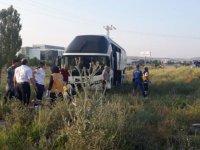 Yolcu otobüsü yoldan çıktı! Çok sayıda yaralı var
