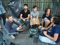 İstiklal'de Caddesi'nde '1 lira'ya dert dinleme' hizmeti