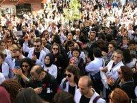 """Sağlık çalışanlarından """"Sessiz Siyah Çığlık"""" protestosu"""