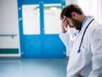 Maaşı 10 bin TL'nin altına düşen genel cerrah özel hastaneye dava açtı