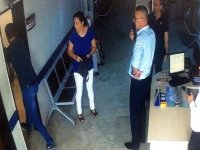 Doktorun 'yüzüne çarpılan kapıya' 2 bin Tl para 1 yıl 8 ay hapis cezası!