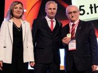 Prof. Dr. Bingür Sönmez'e Altın Acil Ödülü verildi