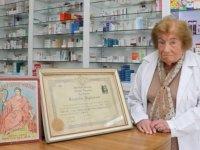 İstanbul'un en yaşlı eczacısı 74 yıldır şifa dağıtıyor