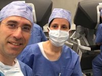 İki Türk doktor, dünyadaki cerrahlara robotik cerrahi öğretiyor
