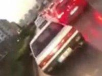 Duyarsız sürücü ambulansa yol vermedi