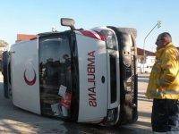 Ambulans ile hafif ticari araç çarpıştı: Biri hemşire 3 kişi yaralandı