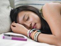Geç yatan genç kızların kilo alma ihtimali artıyor