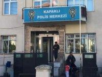 Şizofreni hastası zanlı, karakolda polis memurunu bıçakladı