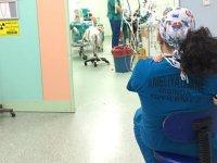 Üç yaşındaki hastasını sakinleştirmek için ameliyata sarılarak girdi: Evlat kaybetmiş bir babayım