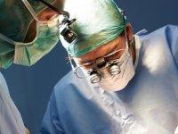 Gözüne tornavida saplanan çocuk iki ameliyatın ardından görmeye başladı