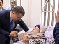 Bakan Koca, Türk hekimlerin tedavi ettiği hastaları ziyaret etti
