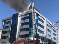 İzmir'de hastane yangın nedeniyle boşaltılıyor