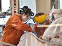 Sağlık çalışanları aileleriyle birlikte Covıd-19 hastalığına yakalanıyor