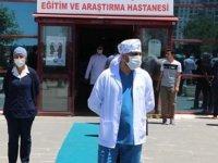 Virüsü yenen 22 sağlıkçı, pandemi hastanesindeki görevlerine döndü