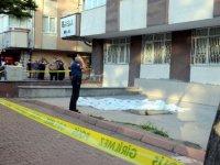Kayseri'de 6. kattaki evinin penceresinden yere düşen Yeter hemşire, cam silerken dengesini kaybetmiş!