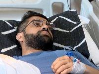 İl Sağlık Müdürü Gülüm, bıçaklı saldırıya uğrayan doktoru hastanede ziyaret etti