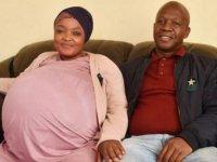 Tek doğumda 10 bebeği olan Güney Afrikalı anne tarihe geçti