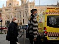 İspanya'da son 24 saatte Kovid-19'dan 155 kişi hayatını kaybetti
