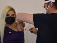 İzmir'deki aşı merkezlerinde hareketlilik devam ediyor