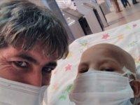 Dördüncü kez lösemi tedavisi gören Mustafa ile babasının umut dolu mücadelesi