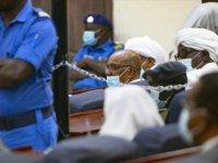 Hapisteki eski Sudan Cumhurbaşkanı Beşir'in avukatları, müvekkillerinin Kovid-19 şüphesiyle hastaneye sevkini istedi