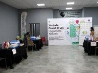 İzmir'de alışveriş merkezinde aşı yapılmaya başlandı